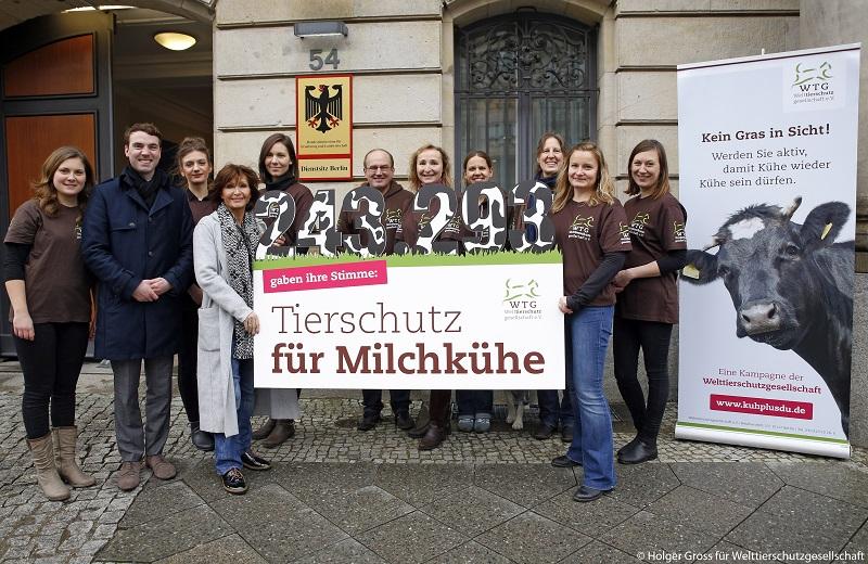 Petitionsübergabe mit Schauspielerin Susanne Uhlen