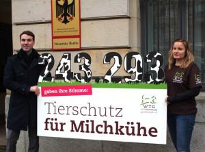 petitionsuebergabe-bmel-welttierschutzgesellschaft-leif-koch-katharina-toelle-650x400