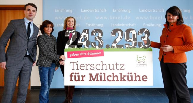 Übergabe der Petition an Dr. Maria Flachsbarth