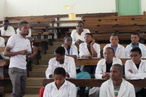 tansania-tieraerzte-weltweit-tierschutz-workshop-kilasi-aula