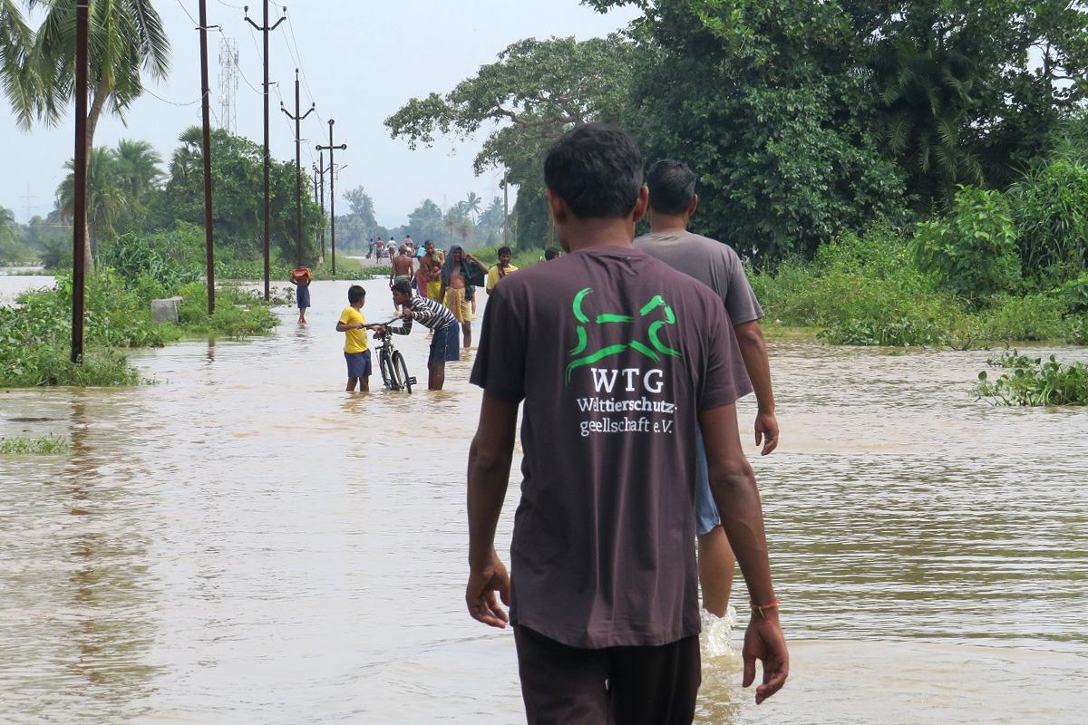 Rettungseinsatz in Indien: Einige Dörfer sind nach der Flut kaum zu erreichen