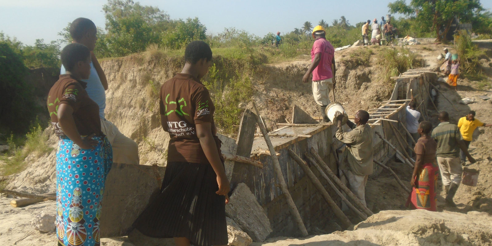 Natural catastrophes in Tanzania: in order to provide water at all times, we build sand dams in five tanzanian regions.